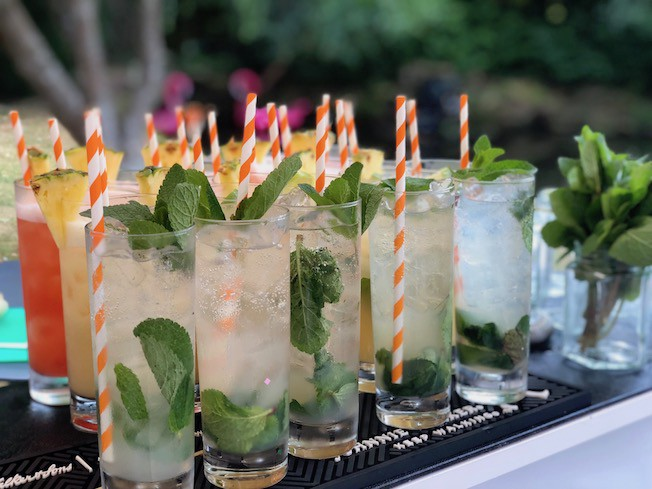 Things To Consider While Hiring A Cocktail Bar For Service