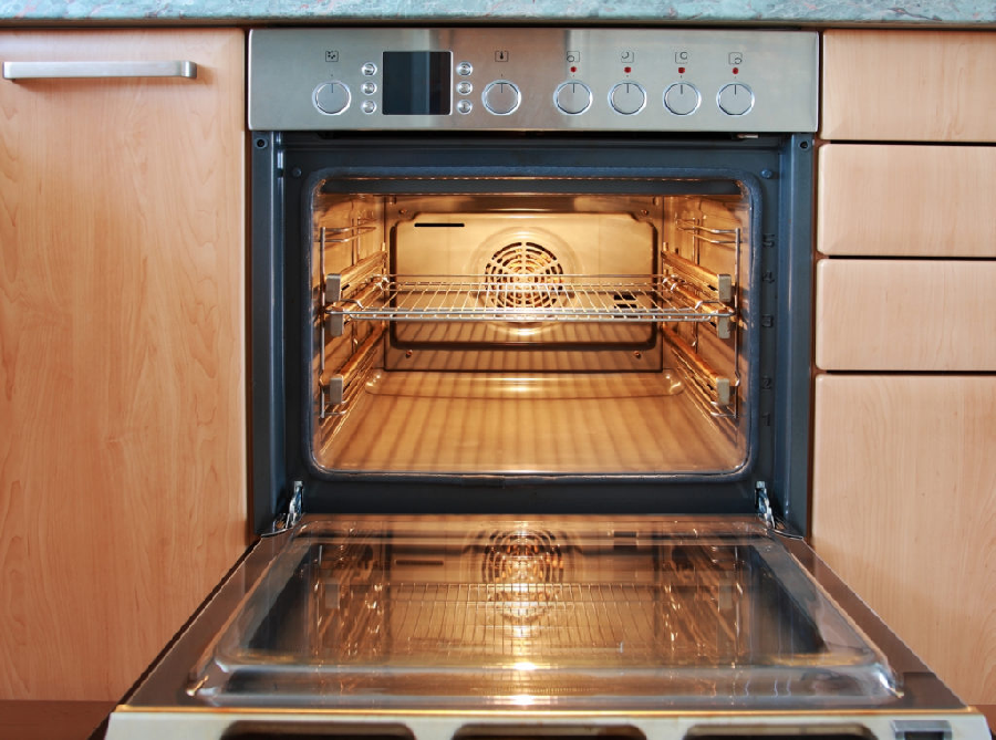 Comparing The Deck Oven And The Combi Oven